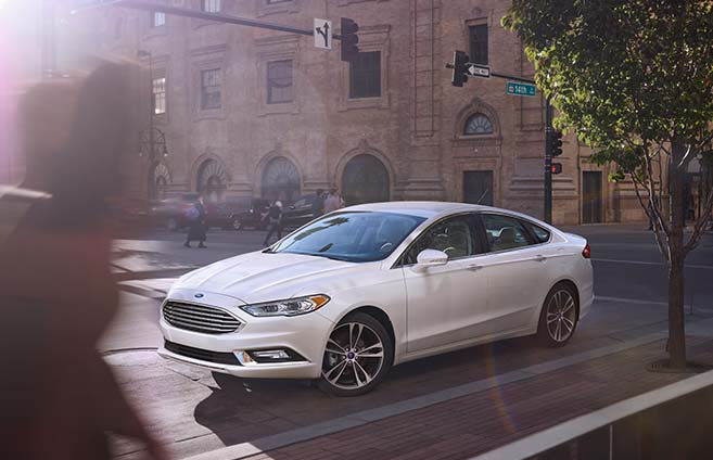 2017 Ford Fusion Driving In city